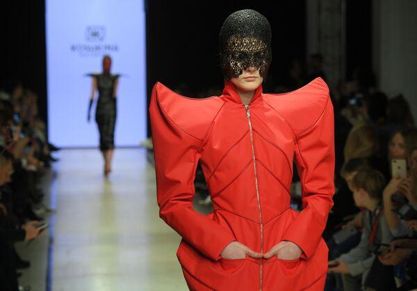 Модели демонстрируют одежду бренда Екатерина Кошкина