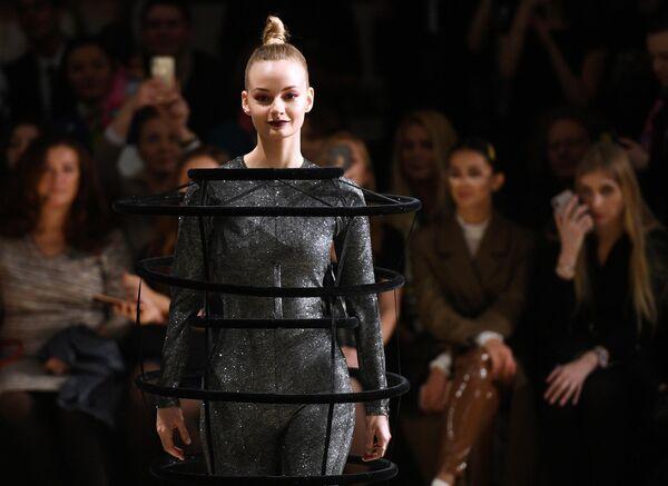 Актриса Софья Евстигнеева во время показа коллекции одежды молодых дизайнеров