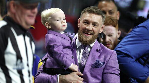 Конор Макгрегор со своим сыном Конор Макгрегором-младшим