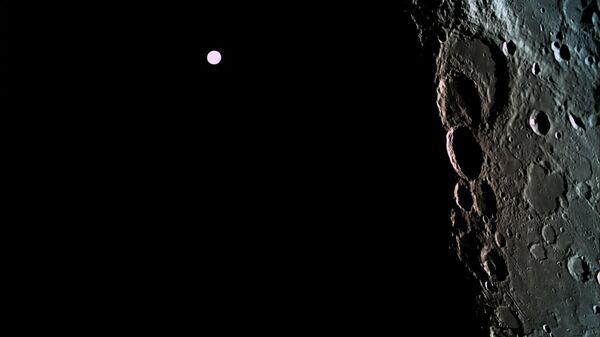 """Израильский """"луноход"""" получил первые частные фотографии Луны"""