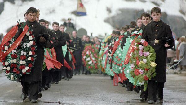 Траурная процессия во время похорон моряков-подводной лодки Комсомолец