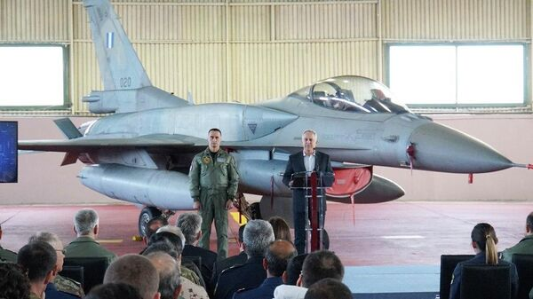 Министр национальной обороны Греции Эвангелос Апостолакис во время выступления на авиабазе Андровида. 5 апреля 2019