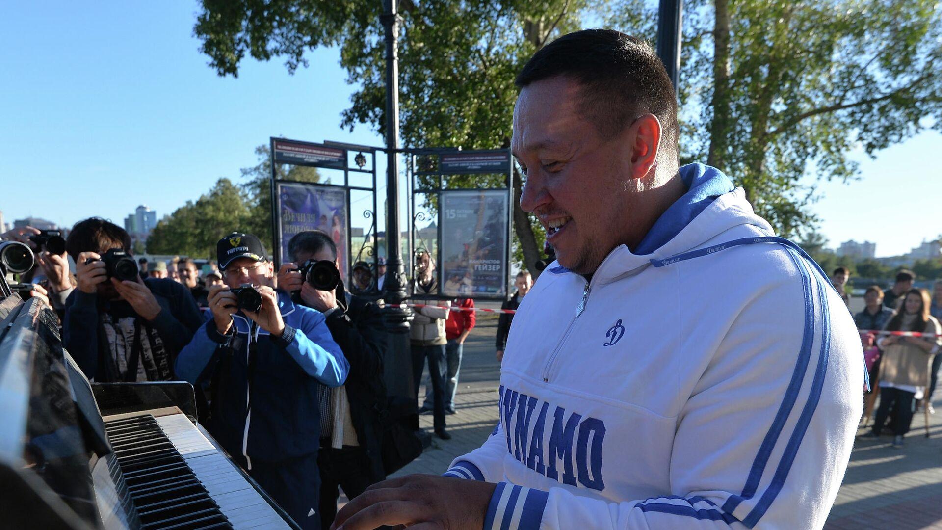 Челябинский силач Эльбрус Нигматуллин установил мировой рекорд - РИА Новости, 1920, 10.02.2021