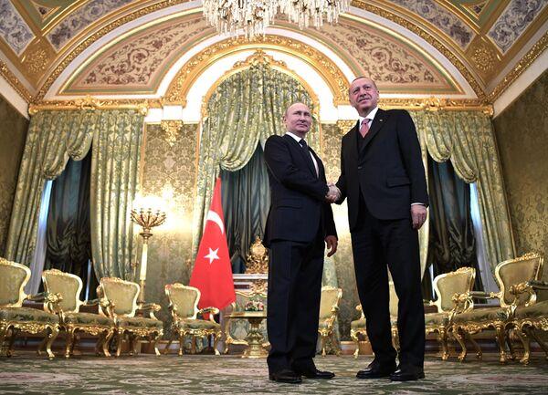 Президент России Владимир Путин и президент Турции Реджеп Тайип Эрдоган во время встречи. 8 апреля 2019