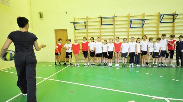 Урок физкультуры в школе