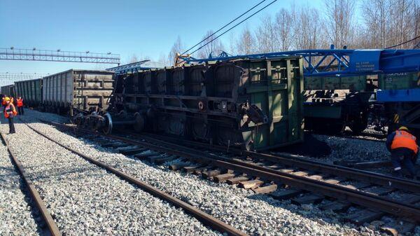 Семь вагонов с углем сошли с рельсов на станции Тында в Амурской области. 9 апреля 2019