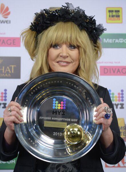Певица Алла Пугачева, получившая награду XI премии в области популярной музыки МУЗ-ТВ 2013 в номинации Лучшее концертное шоу года 2013