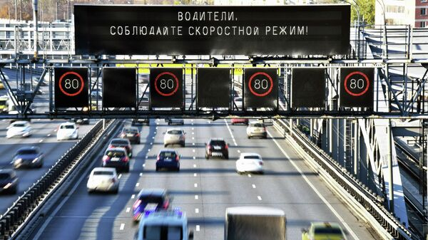Предупреждение о соблюдении скоростного режима на Андреевском мосту в Москве
