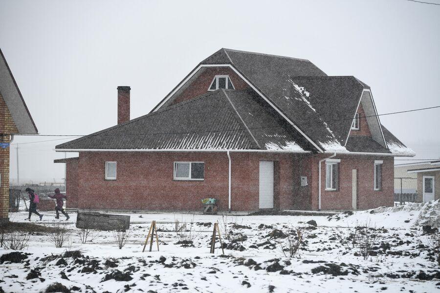 Новые дома в деревне Аполлоновка