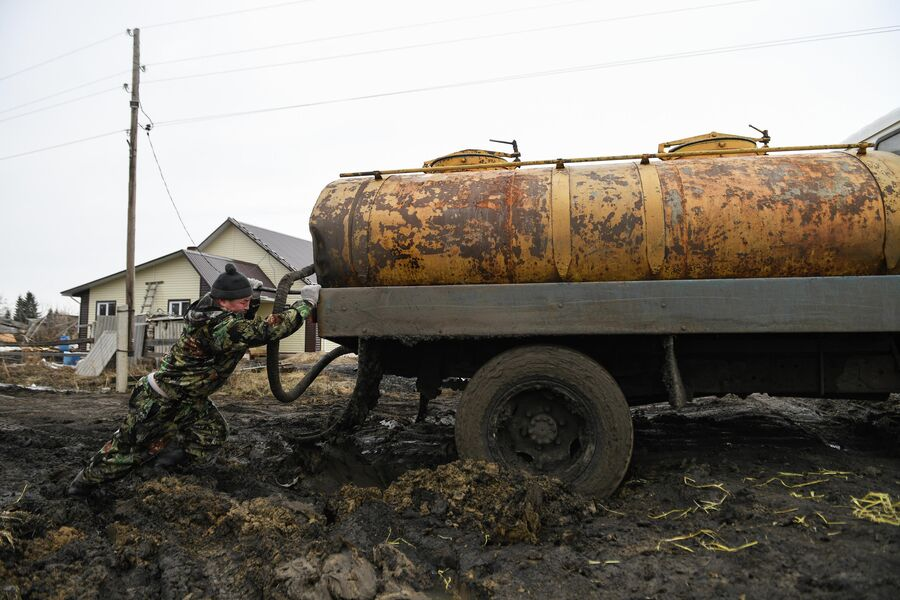 Застрявший водовоз в деревне Аполлоновка