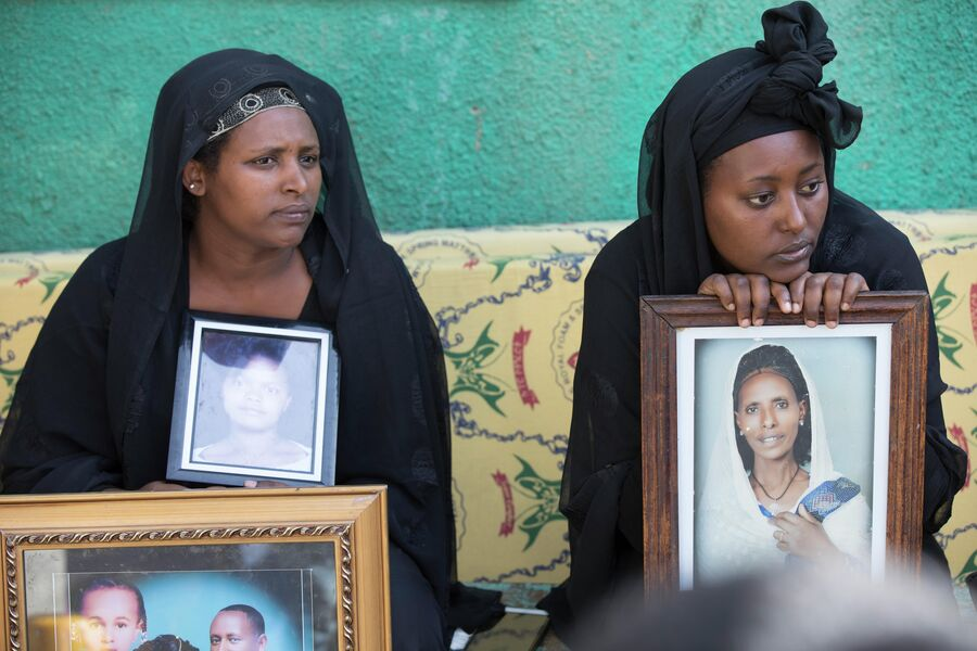 Родственники погибших на свалке Коше в Эфиопии