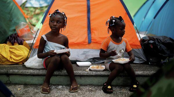 Девочки из Конго во временном лагере в Тапачуле, Мексика