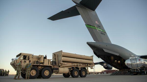 Погрузка системы противоракетной обороны THAAD в самолет C-17 Globemaster III. Архивное фото