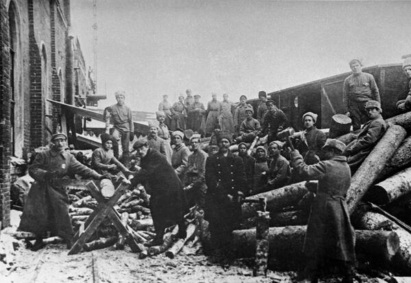 Субботник на Казанском вокзале в Москве. 1919 год