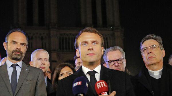 Президент Франции Эммануэль Макрон у собора Парижской Богоматери