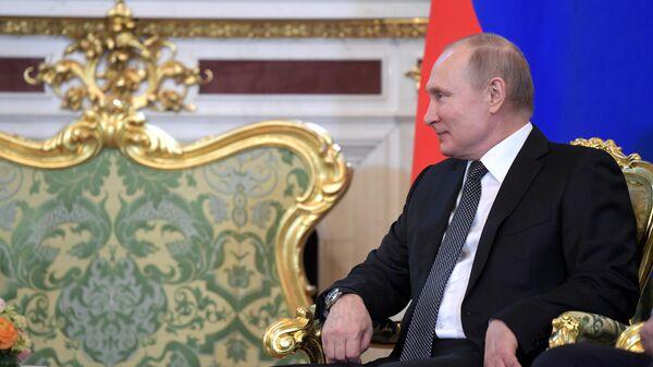Владимир Путин во время встречи с президентом Таджикистана Эмомали Рахмоном. 17 апреля 2019