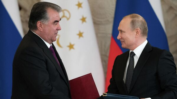 Президент РФ Владимир Путин и президент Таджикистана Эмомали Рахмон