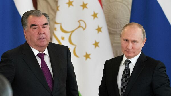 Президент РФ Владимир Путин и президент Таджикистана Эмомали Рахмон во время встречи. 17 апреля 2019