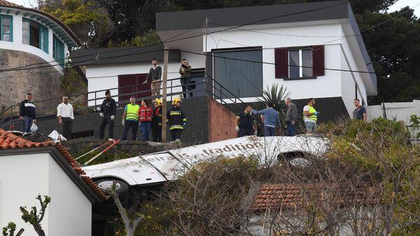 Попавший в ДТП туристический автобус в Португалии. 17 апреля 2019