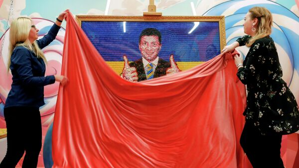 Портрет кандидата в президенты Украины Владимира Зеленского из конфет