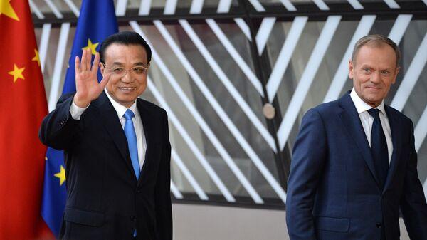 Премьер Государственного совета КНР Ли Кэцян и председатель Европейского совета Дональд Туск на саммите ЕС-КНР в Брюсселе