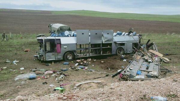 На месте ДТП с участием пассажирского автобуса в Жамбылской области Казахстана. 20 апреля 2019