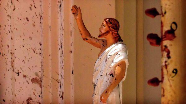 Окровавленная статуя Иисуса Христа в церкви Святого Себастьяна в Негомбо на Шри-Ланке, где произошел взрыв