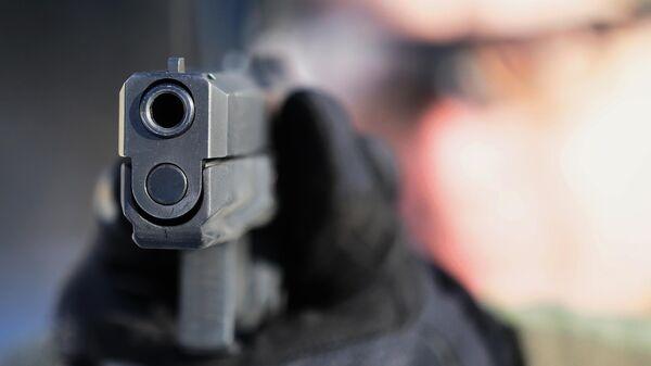 Демонстрационные стрельбы из самозарядного пистолета Удав