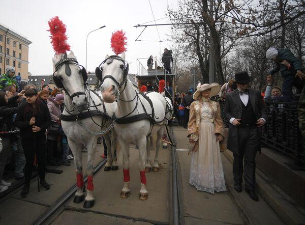 Конка (трамвай на лошадиной тяге) - участник торжественного парада трамваев разных времен. Московский трамвай празднует 120-летний юбилей запуска трамвайного движения в столице