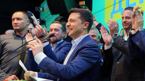 Владимир Зеленский во время объявления первых итогов голосования второго тура выборов президента Украины