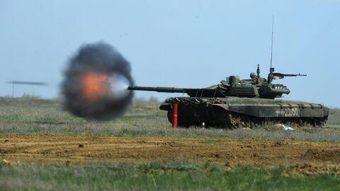 Танк Т-90 во время учений 20 отдельной мотострелковой бригады 8 общевойсковой армии в Волгоградской области