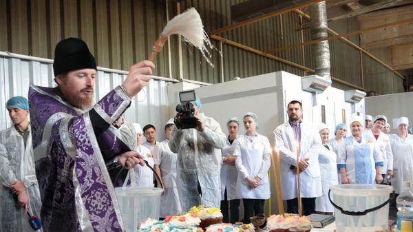 Освящение пасхальной продукции. Архивное фото