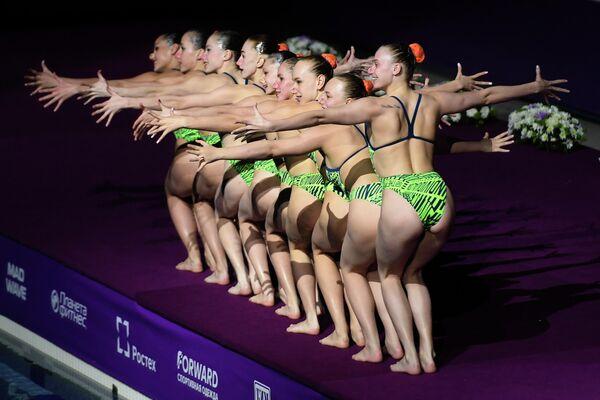 Спортсменки сборной Белоруссии выступают на гала-концерте в рамках III этапа Мировой серии FINA по синхронному плаванию 2019 в Казани