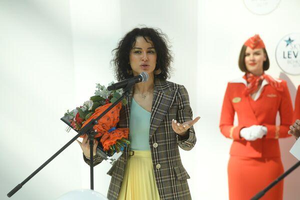 Категорию самая летающая журналистка, по мнению кабинных экипажей Аэрофлота, возглавляет Тина Канделаки.