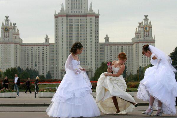 Участницы Парада невест, который прошел в Москве
