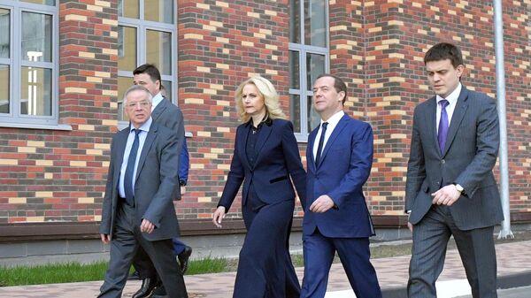 Председатель правительства РФ Дмитрий Медведев во время посещения Московского физико-технического института