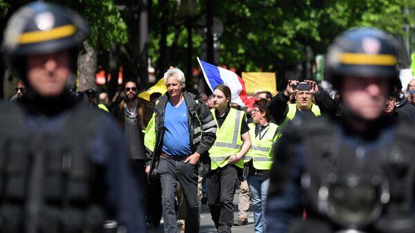 Акция протеста желтых жилетов в Париже