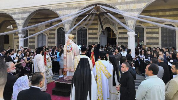 Патриарх Антиохийский и всего Востока Иоанн Х проводит пасхальную службу в в одном из православных храмов Сирии