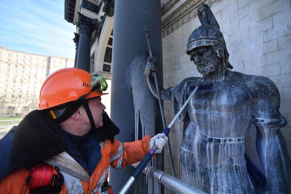 Промывка Триумфальных ворот