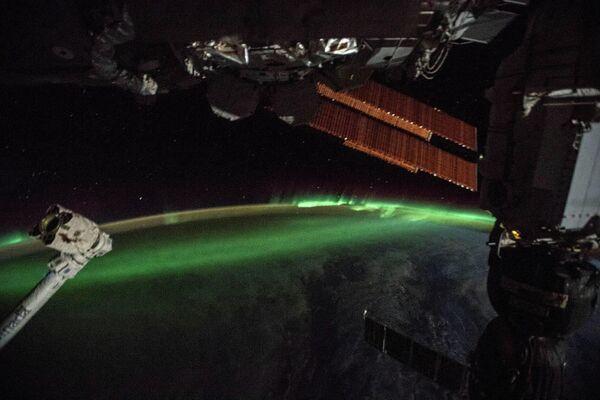 Фотография южного сияния, сделанная с борта Международной космической станции
