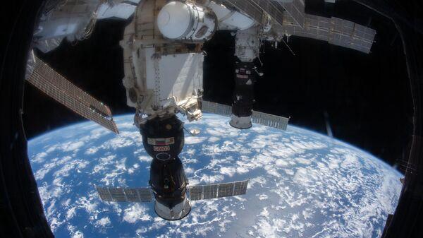Корабль Союз пристыкованный к МКС