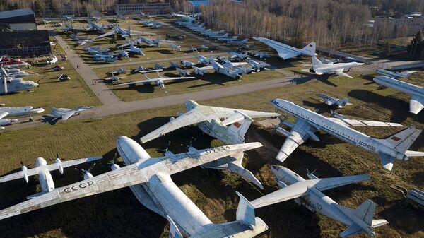 Экспозиция самолетов и вертолетов в музее ВВС РФ в Монино