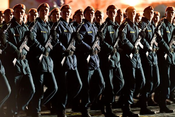 Парадные расчеты военнослужащих на репетиции военного парада на Красной площади