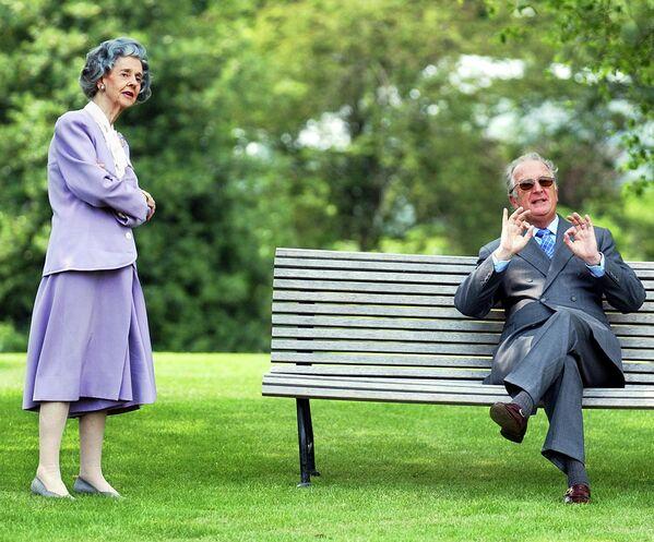 Король Бельгии Альберт II с королевой Фабиолой в саду королевского дворца
