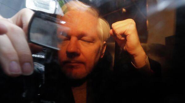 Основатель WikiLeaks Джулиан Ассанж в лондонском суде. 1 мая 2019