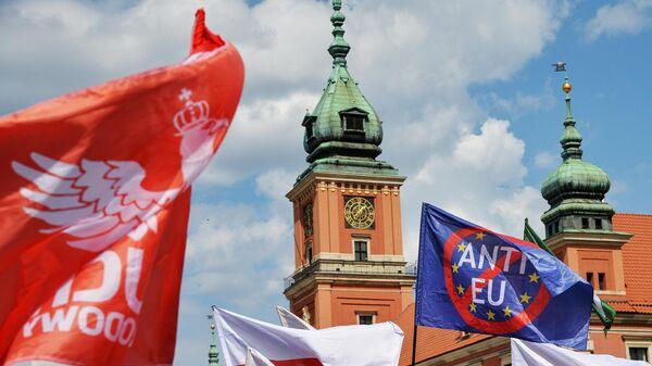 Во время проведения Марша суверенности в знак протеста против присутствия Польши в Европейском союзе в Варшаве. 1 мая 2019