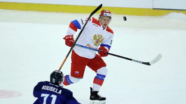 Форвард сборной России Кирилл Капризов (справа)