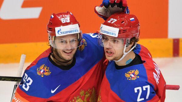 Евгений Дадонов (слева) и Артемий Панарин