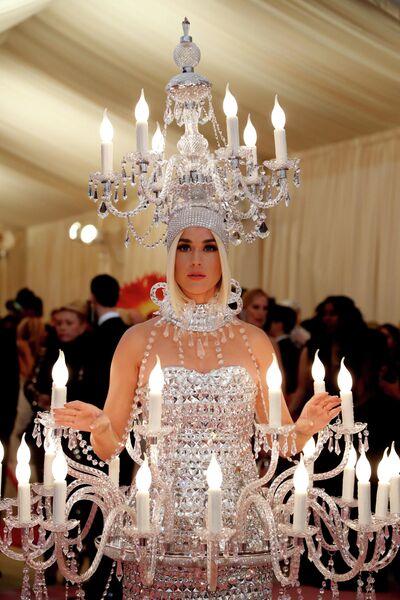 Певица Кэти Перри на благотворительном балу Института костюма Met Gala 2019 в Нью-Йорке