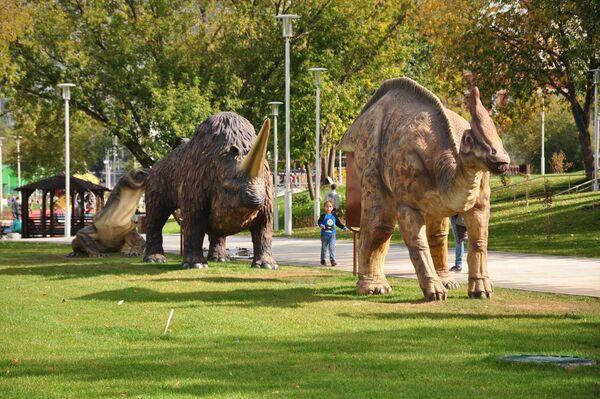 Динозавры в парке Академический